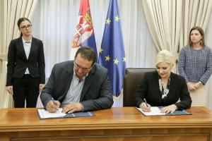 1-fotografija-sa-potpisivanja-ugovora-u-vladi-rs-zorana-mihajlovic-i-milan-crnkovic