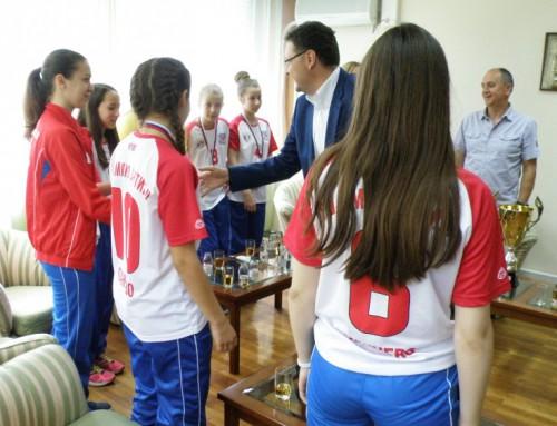 """Пријем за фудбалерке ОШ """"Мика Антић"""""""